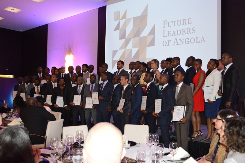 "Official Group Picture of the ""Future Leaders of Angola"" with their Diplomas"