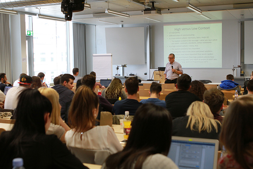 Prof. Howard Arthur Davies explained the cultural concerns of foreign SMEs operating in China.