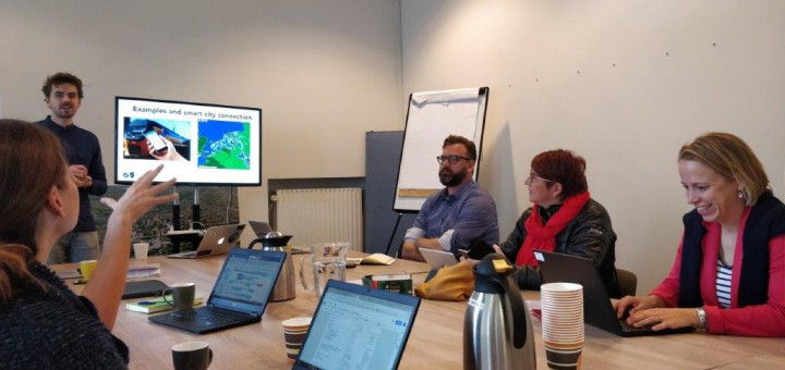 The IVM visits Amsterdam Smart City. Discussion on best practice implementation.