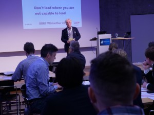 Ulrich Loth in seinem Vortrag «Don't lead where you are not capable to lead» (Foto: Phil Vinter)